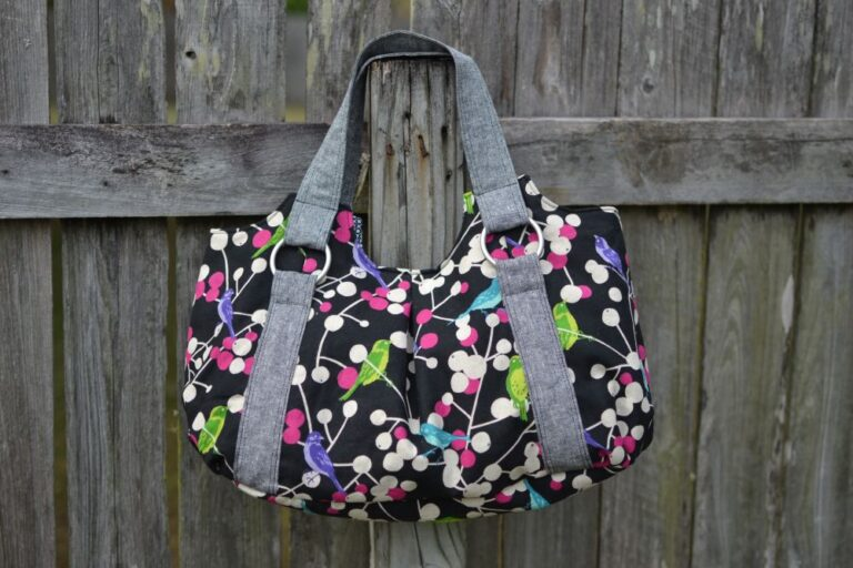 I finished sewing my Emmaline Bag – Pattern Review!