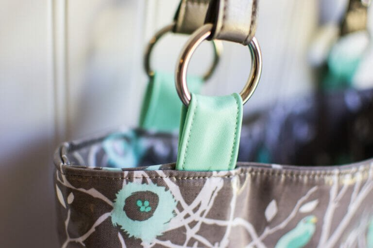 Show Off Saturday: A New Purse from Thrifted Handles!