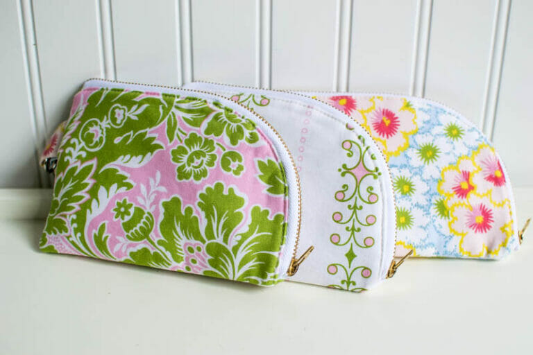 Sewing some pretty 2 sided zipper pouches from my free pattern
