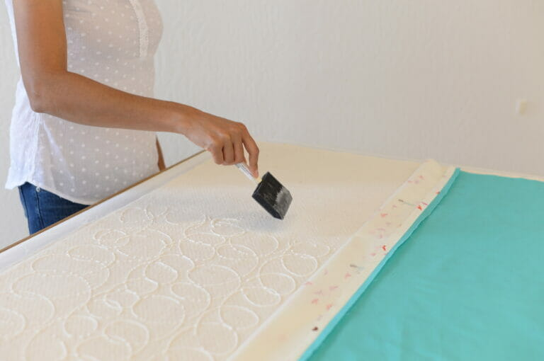 How to Glue Baste a Quilt – free tutorial from Itty Bitty Handmade!