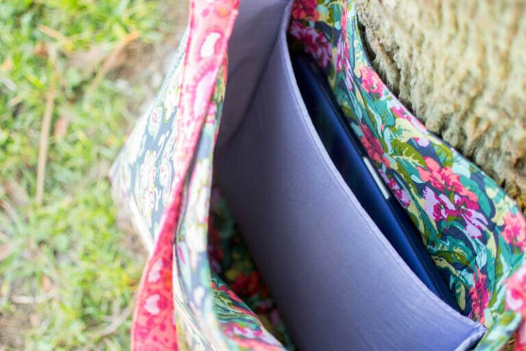 Add a Laptop Pocket to any Tote Bag Pattern {free tutorial}