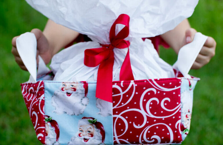 Christmas Kitsch Baskets {my stop on the Christmas in July Blog Hop & giveaway!}