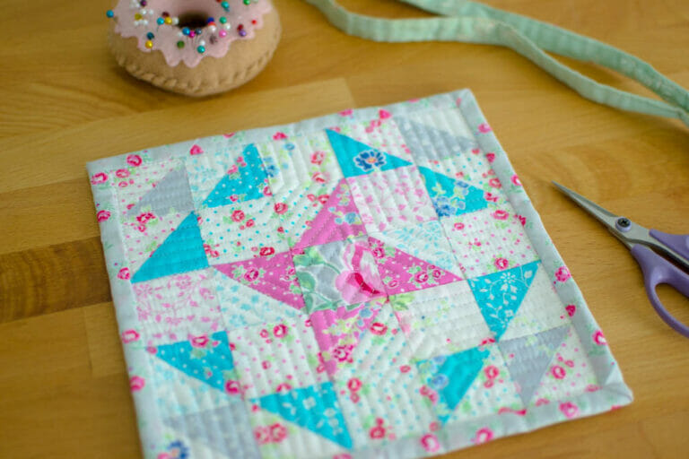 Monthly Mini Quilts for January – the Free Frienship Mini Quilt Pattern!