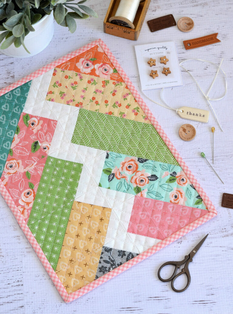 Monthly Mini Quilts for March – the free Bolt Mini Quilt Pattern