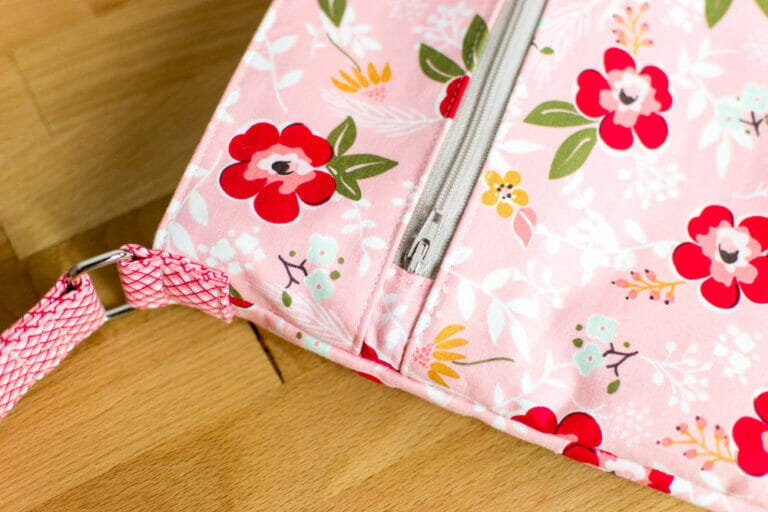 Pattern Review: the Teya iPad Tote from Apple Green Cottage