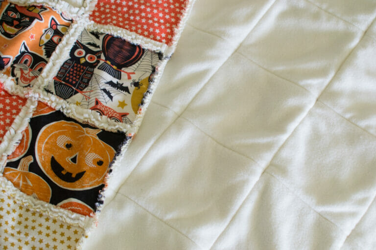 How to Sew a Soft and Cozy Rag Quilt {sewing tutorial}
