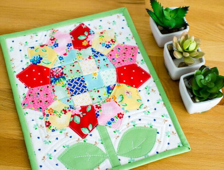 Square Dance Daisy – Free Mini Quilt Pattern