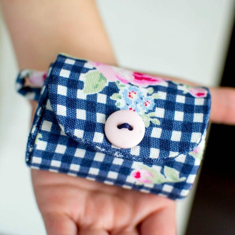 Milk Carton Coin Purse {free sewing pattern}