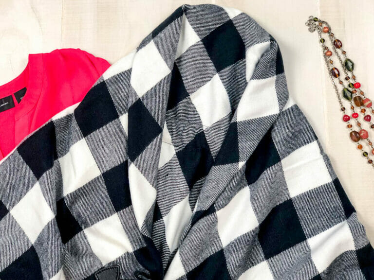 How to Sew a Blanket Wrap {using fabric or a throw blanket!}
