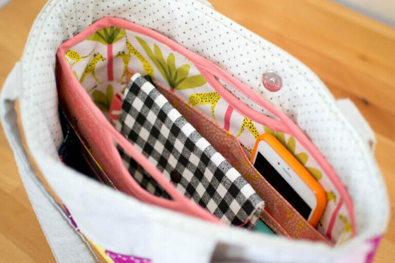 Handy Purse Organizer {free sewing pattern}