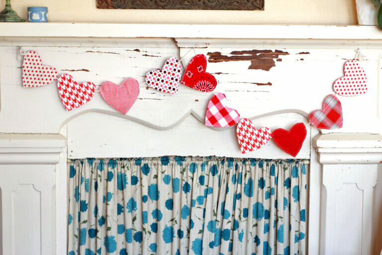 Hearts a Flutter – Fast and Easy DIY Valentines Day Garland