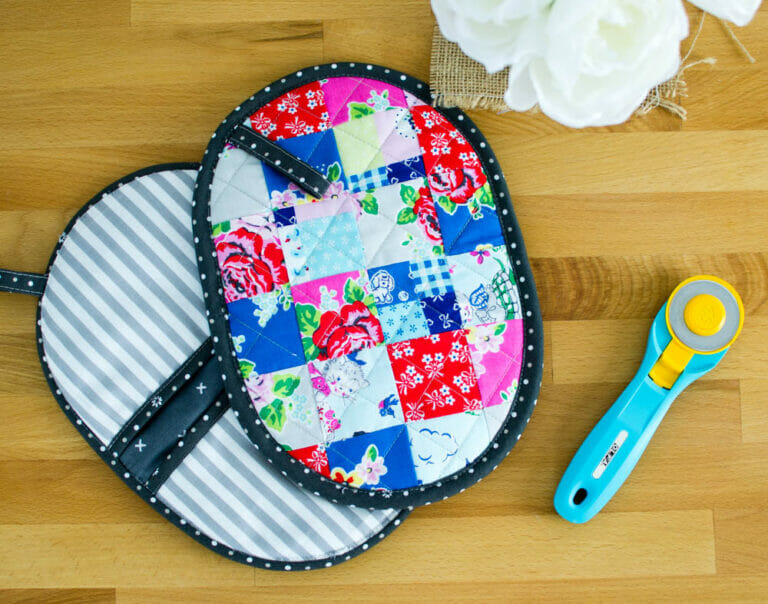Patchwork Potholder with Pockets – a mini quilt for your kitchen! {free tutorial}