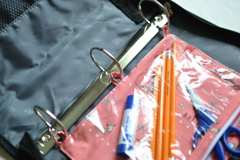 DIY Back-to-School 3-ring pencil pouches – free sewing tutorial