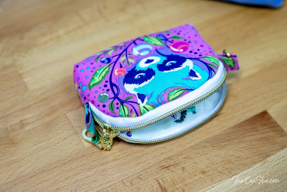 coin pouch pattern with open zipper